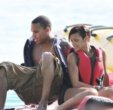 Rihanna: Ξανά ζευγάρι με τον Chris Brown;