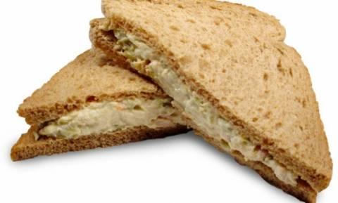 Νοστιμότατο σάντουιτς με τόνο