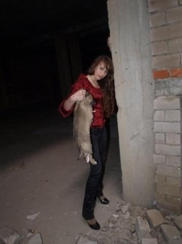 ΣΟΚ: Μοντέλο σκοτώνει κουτάβι σε φωτογραφική επίδειξη!