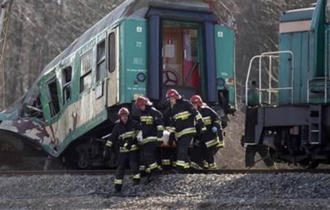 Θανατηφόρα σύγκρουση λεωφορείου με τρένο
