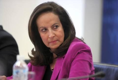 Α. Διαμαντοπούλου: Η κυβέρνηση συμβιβάζεται με τις συντεχνίες