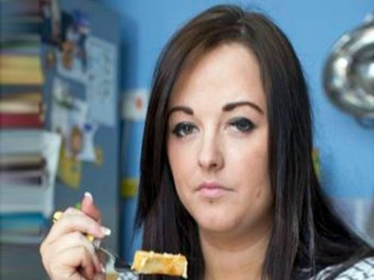 Aπίστευτο: Ζει τρώγοντας μόνο πατάτες με τυρί
