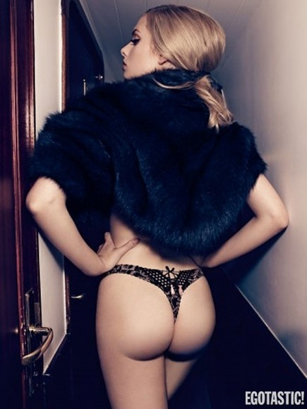 Σέξι φωτογράφηση με «άρωμα» Παρισιού