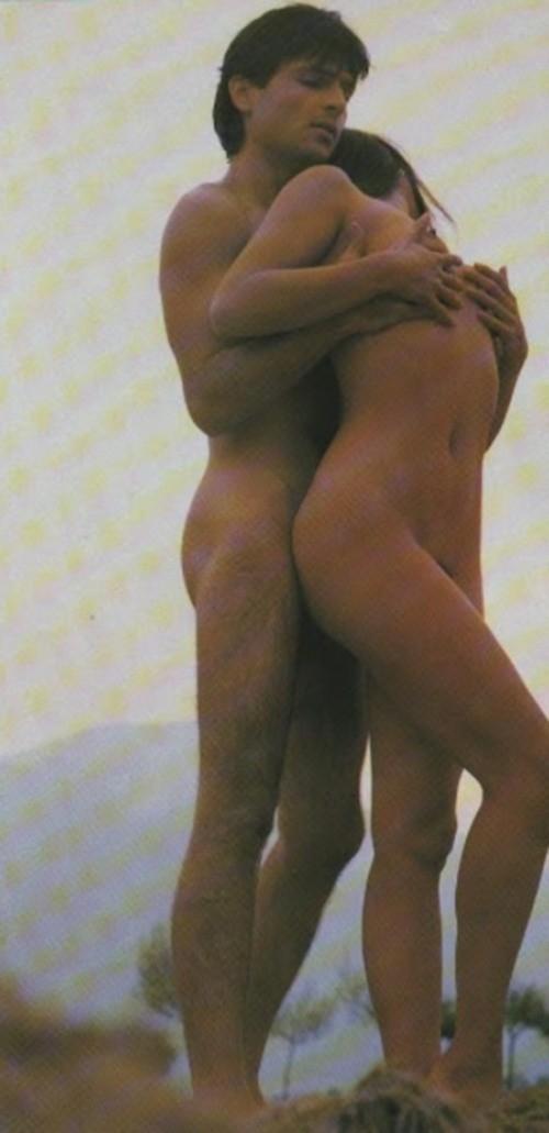 Σπάνιες γυμνές φωτογραφίες του Σταμάτη Γαρδέλη με καλλονή