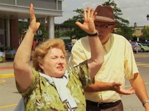 Απίστευτη φάρσα: Κρέμασε τη γυναίκα του από γερανό (vid)
