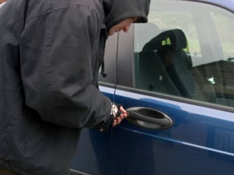 Αλλοδαποί συνελήφθησαν την ώρα που έκλεβαν αυτοκίνητο