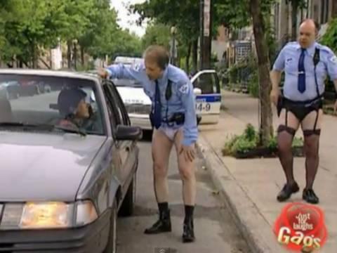 Απίθανη φάρσα: Οι αστυνομικοί με τις ζαρτιέρες! (vid)