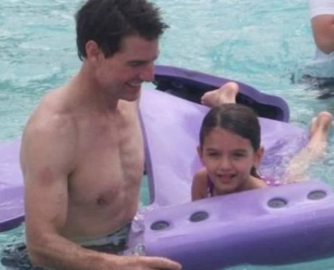 Η Suri Cruise στην Disneyworld με τον Tom