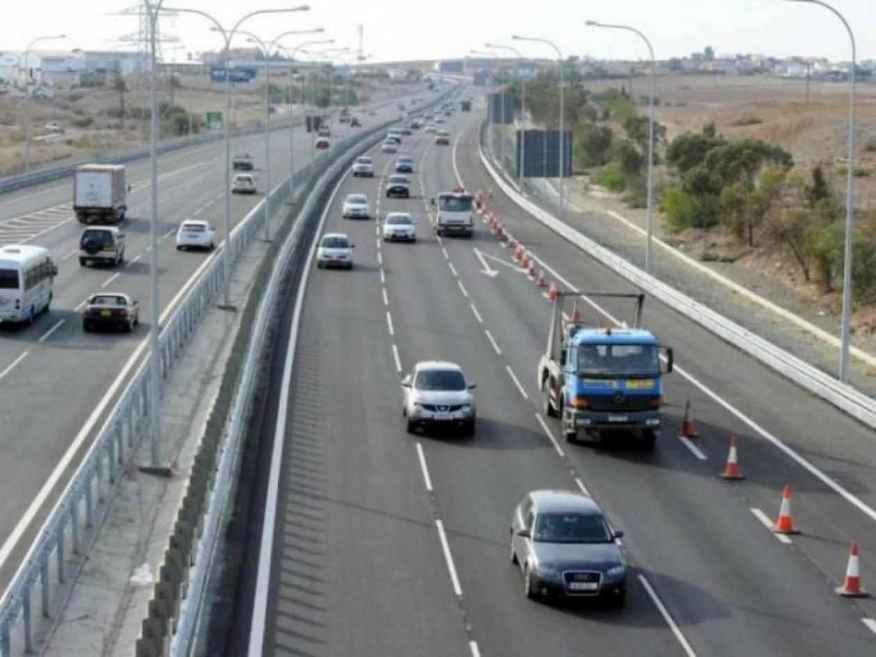 ΤΩΡΑ: Ανατροπή φορτηγού στην εθνική οδό Θεσσαλονίκης-Αθήνας