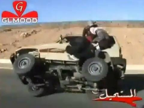 Video: Αλλάζουν λάστιχο αυτοκινήτου εν κινήσει!