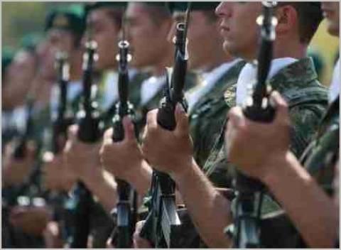 «Ξεζουμίζουν» τους στρατιωτικούς - Νέο κούρεμα 12%