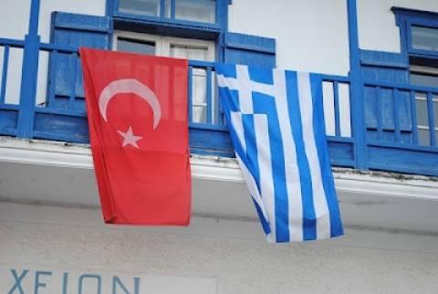 ΑΠΙΣΤΕΥΤΟ:Έβαλαν την τούρκικη σημαία δίπλα στην Ελληνική στο δημαρχείο