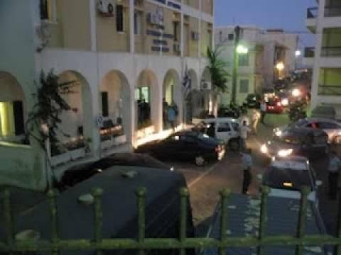 Στη Σύρο ο Πακιστανός- Αποδοκιμασίες στο λιμάνι (video)