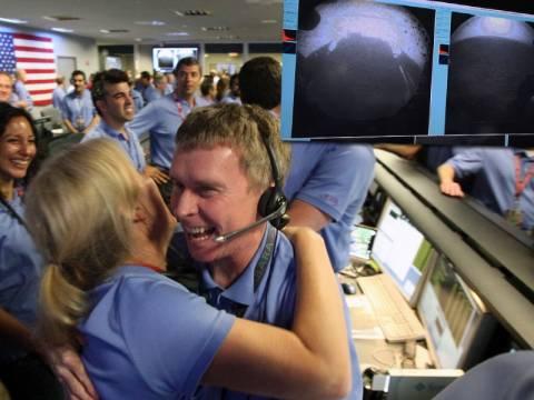 Curiosity: Η πρώτη φωτογραφία από τον Άρη