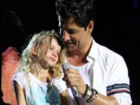 Βίντεο: Ο Σάκης Ρουβάς με την κόρη του Αναστασία πρώτη φορά επί σκηνής