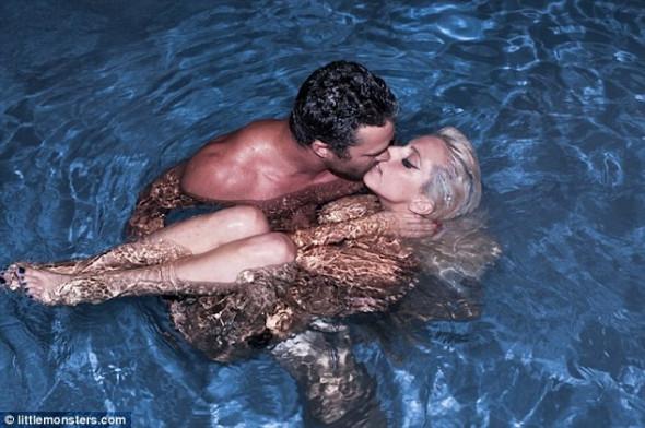 Lady Gaga: Ανέβασε στο site της νέα γυμνή της φωτογραφία!