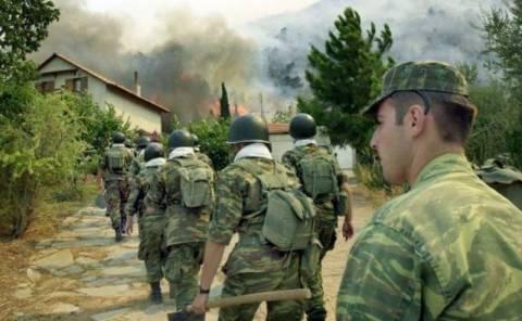 Στρατιώτες στην πυρκαγιά της Μεγαλόπολης