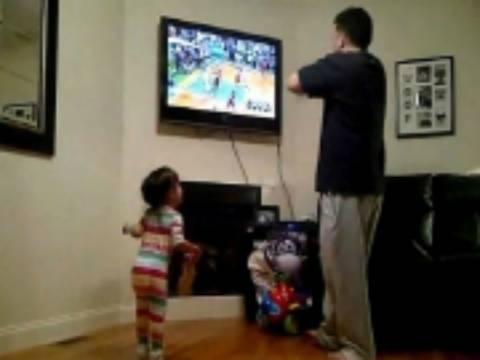 Βίντεο: Γιατί δεν πρέπει να βλέπεις ματς με την μικρή σου κόρη!