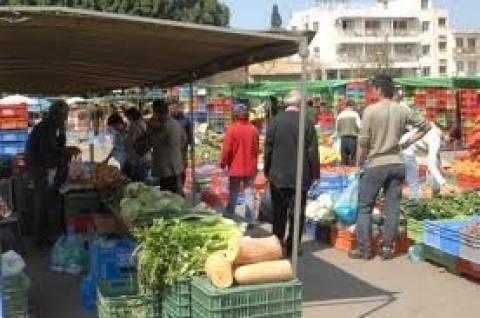 «Παγώνουν» τα τέλη καθαριότητας στις λαϊκές αγορές