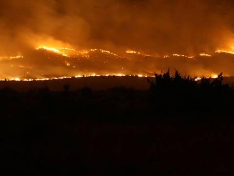 Ολονύχτια μάχη με τις φλόγες στο Άγιο Όρος