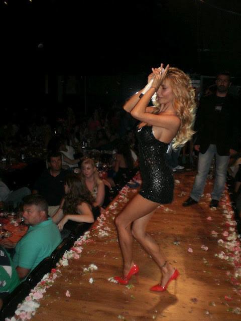 Ελληνίδα τραγουδίστρια μας τα έδειξε όλα...! (pic)