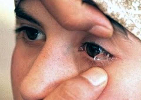 Video: Τα πέτρινα δάκρυα 7χρονης από την Ινδία