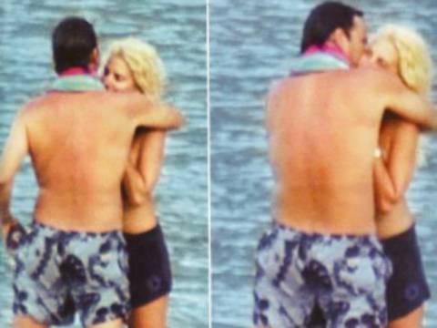 Ελένη και Ματέο: Φιλιά και αγκαλιές σε ερημική παραλία (pics)