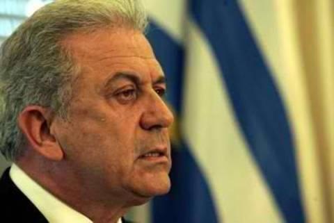 O Δ. Αβραμόπουλος θα εκπροσωπήσει την κυβέρνηση στη Τήνο