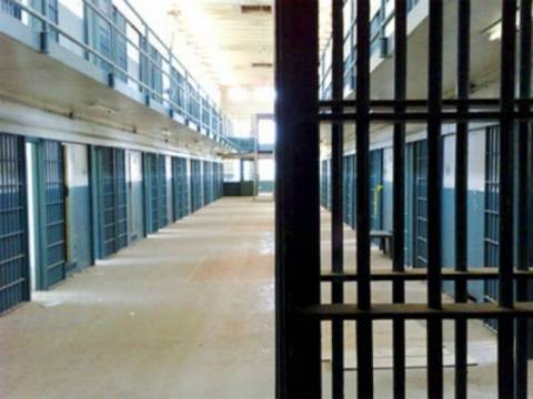 Γέμισαν οι φυλακές