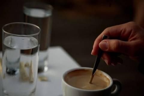 Δείτε ποιοί πίνουν τους περισσότερους καφέδες