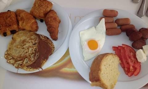 Ποια παρουσιάστρια έφαγε αυτό το πλούσιο πρωινό!