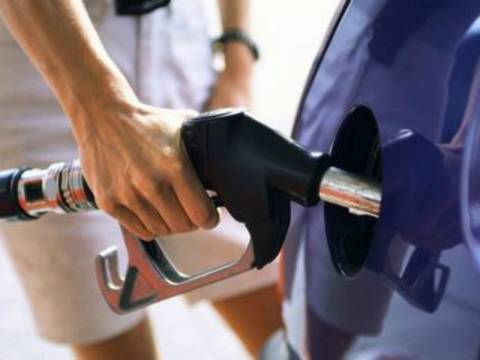 Έφτασε τα 2 ευρώ η βενζίνη