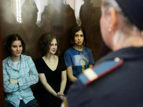 Ρωσία: H αστυνομία αναζητά και άλλα μέλη των Pussy Riot