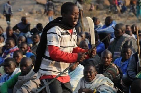 Ν. Αφρική: Άρση του τελεσίγραφου προς τους απεργούς ζητά η προεδρία