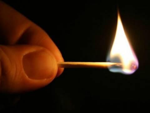 Ξενοδοχεία υπό το φως των κεριών ... λόγω οφειλών στη ΔΕΗ!