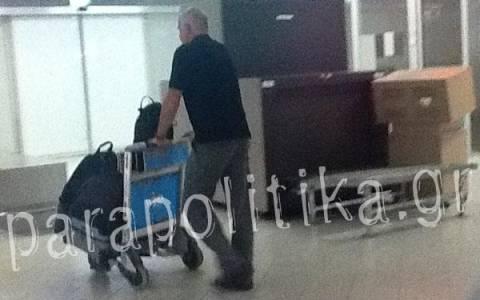 Αποδοκίμασαν τον Γ. Παπανδρέου στο αεροδρόμιο (Φωτογραφίες)