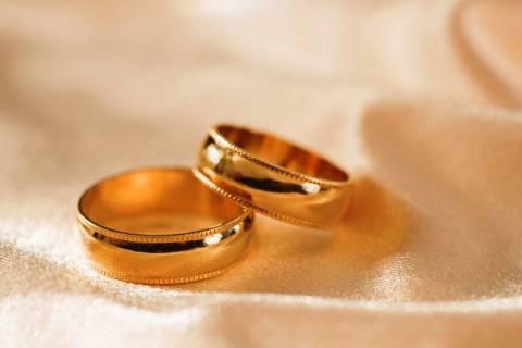 Ιταλία: Ο Μόντι ζητά αποδείξεις... γάμου