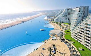 Δεν θα πιστεύετε πως είναι η μεγαλύτερη πισίνα στον κόσμο! (pics)