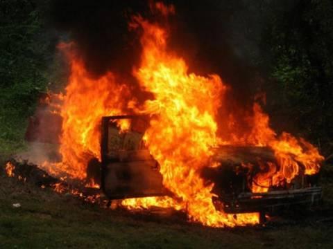 Στις φλόγες αυτοκίνητο από βραχυκύκλωμα