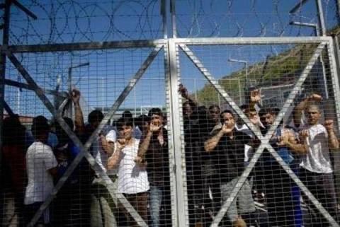 Με στήριξη ΝΔ-ΠΑΣΟΚ προχωράει ο νόμος για τα κέντρα κράτησης αλλοδαπών