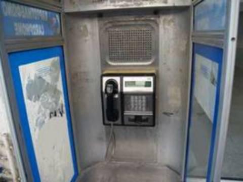 Πρέβεζα: Αλλοδαπός αυνανίζονταν σε τηλεφωνικό θάλαμο