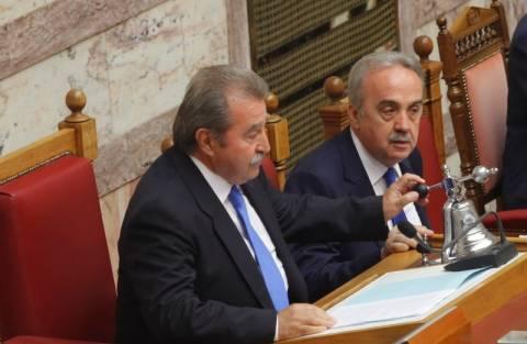 Τι απαντά ο Τραγάκης για τους διορισμούς συγγενών του στη Βουλή