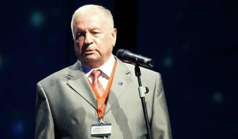 O Βίκτορ Γκορμπάτκο «υποκλίθηκε» στον Νιλ Άρμστρονγκ