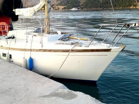 Ακυβέρνητο σκάφος με έξι επιβαίνοντες στο Μέζαπο Λακωνίας