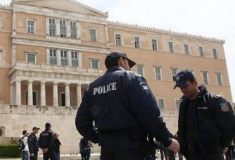 Μειώνονται οι αστυνομικοί που φρουρούν τη Βουλή