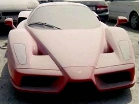 Εκατοντάδες εγκαταλελειμμένα πολυτελή αυτοκίνητα στο Ντουμπάι