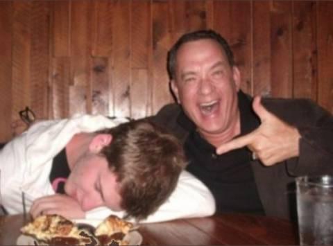 O Tom Hanks όπως δεν τον έχετε ξαναδεί: Μεθυσμένος!