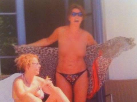 Η Βάνα Μπάρμπα topless και χωρίς ρετούς στη βεράντα ξενοδοχείου (ΦΩΤΟ)