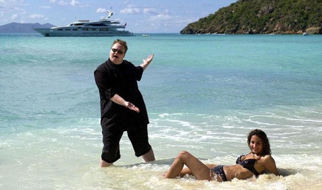 Μαντέψτε ποιος από τους δύο είναι πλούσιος! (pics)