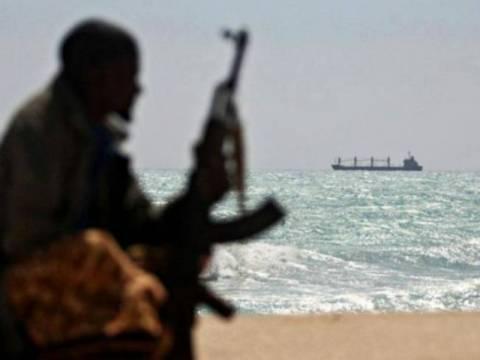 Παραμένει υπό τον έλεγχο των πειρατών το ελληνικό πλοίο